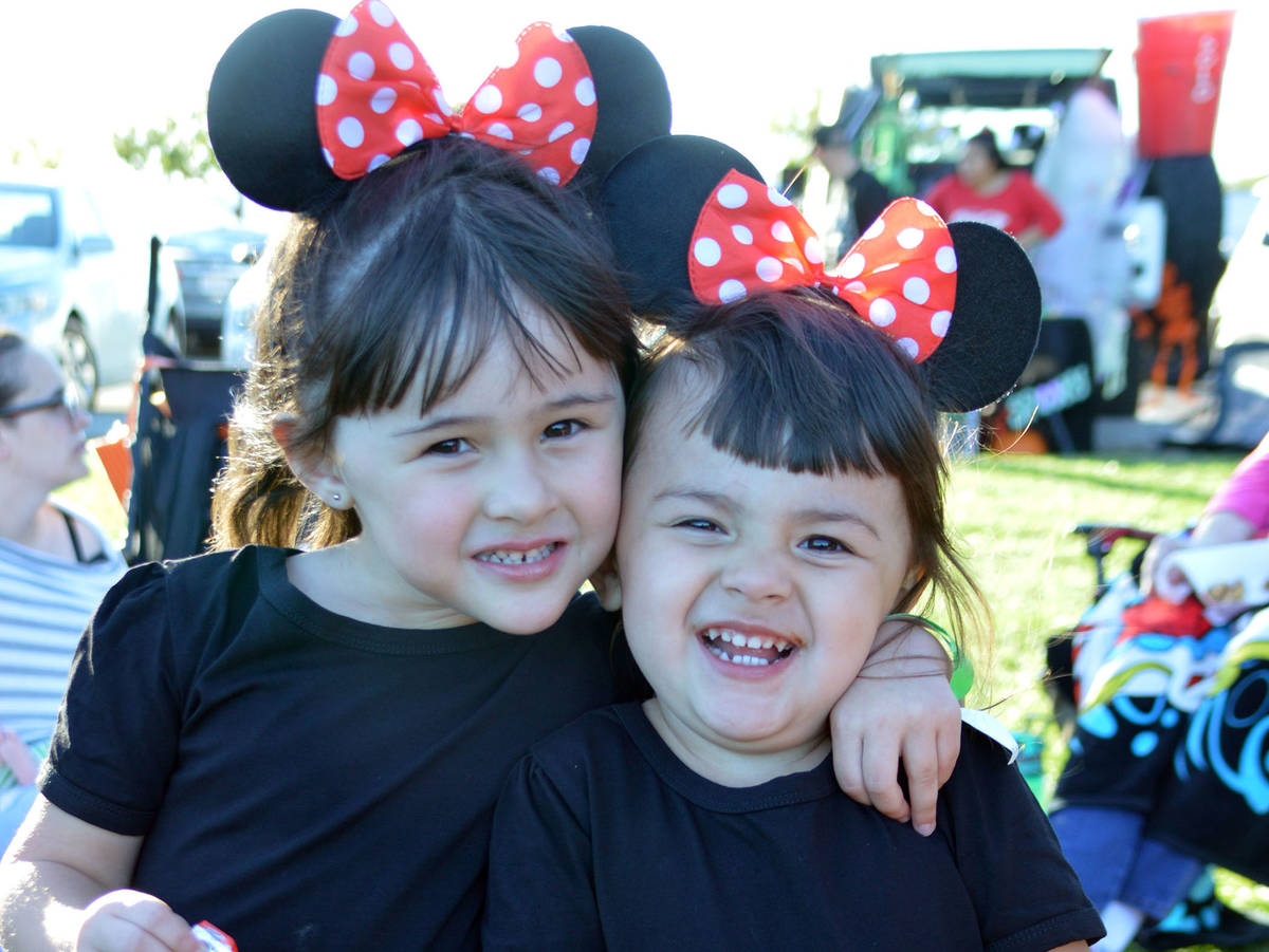 Celia Shortt Goodyear/Boulder City Review Alize' Gordon, left, and her sister, Abigail, enjoy s ...