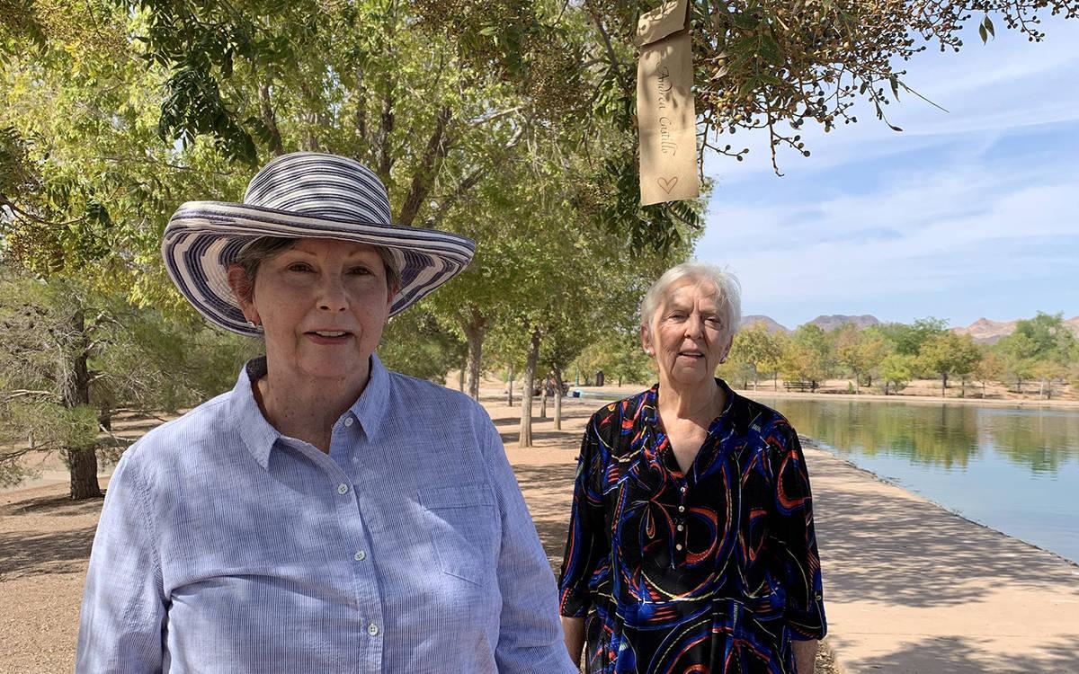 (Hali Bernstein Saylor/Boulder City Review) Mary Lou Johnson, left, and Karen Mulcahy hung 60 w ...