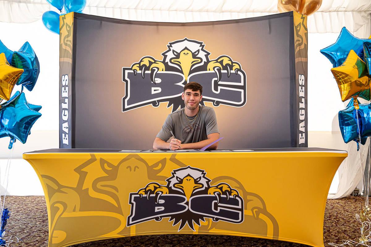 (Jamie Jane/Boulder City Review) Ethan Speaker, a senior at Boulder City High School, signed hi ...