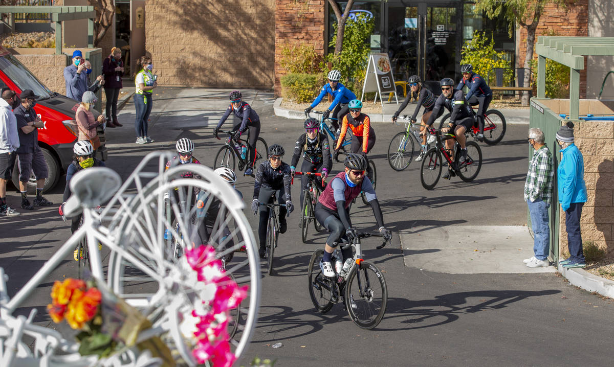 (L.E. Baskow/Las Vegas Review-Journal) Cyclist do a ride-by tribute during a vigil honoring the ...