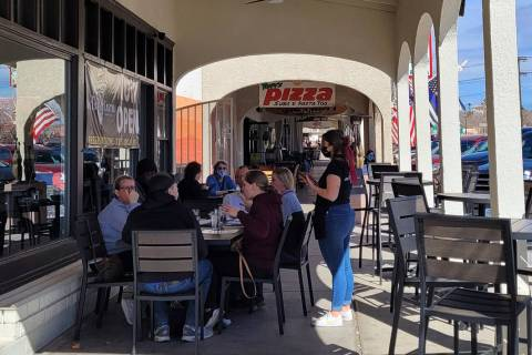 Celia Shortt Goodyear/Boulder City Review A party of six dines outside Tuesday, Feb. 16, at Big ...