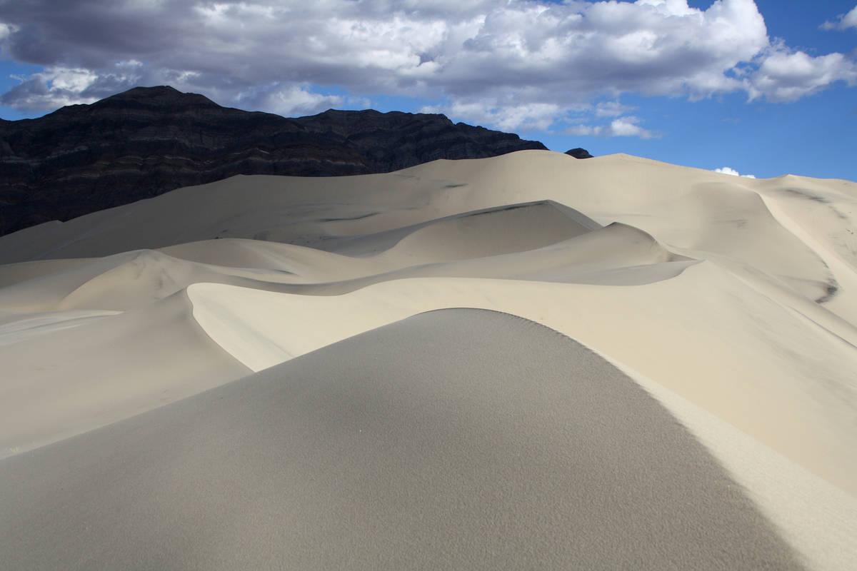 14834404_web1_eureka-dunes-IMG_0180.jpg