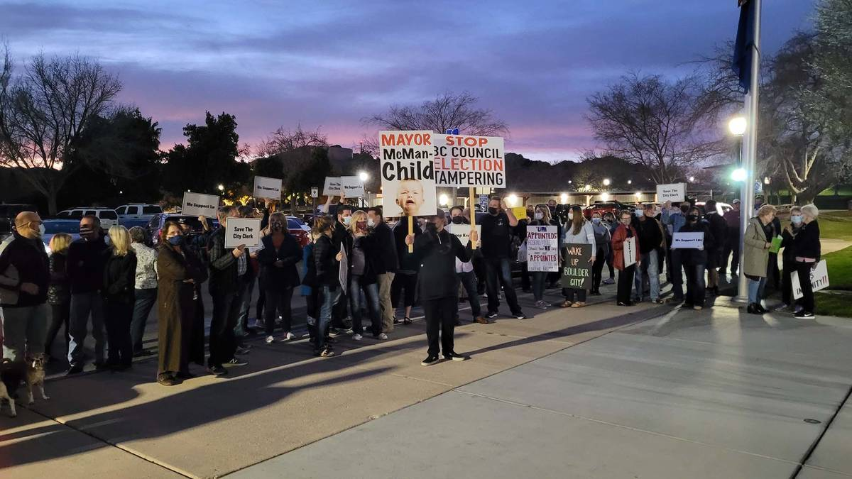 Celia Shortt Goodyear/Boulder City Review Residents gather at City Hall on Tuesday, Feb. 23, be ...