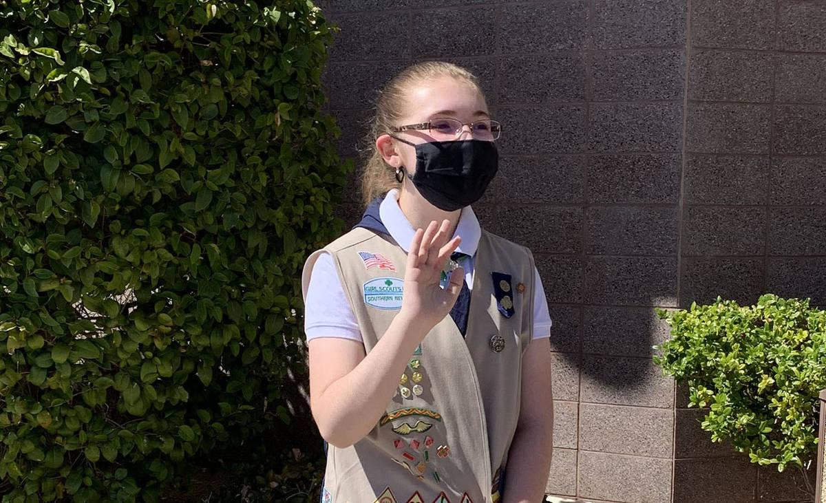 (Hali Bernstein Saylor/Boulder City Review) Abigail Panariso, 14, waves to participants of a pa ...