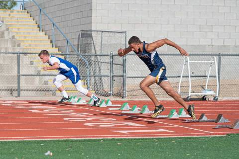 (Jamie Jane/Boulder City Review) Boulder City High School freshman Ky'relle Akalu, left, fini ...