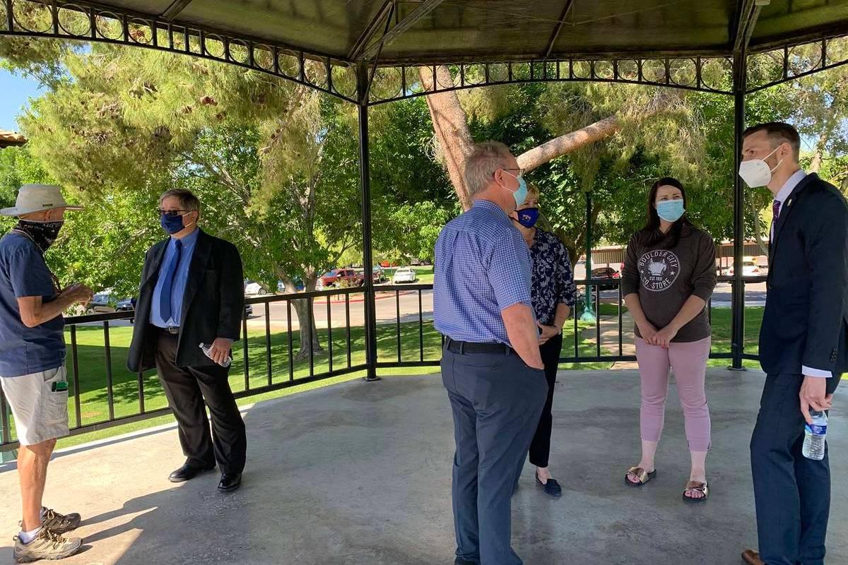 (Hali Bernstein Saylor/Boulder City Review) Resident Charlie Hauntz, from left, visits with cit ...