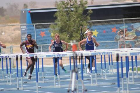 (Mark Misuraca) Mason Terrill, center, a freshman at Boulder City High School, finished fifth i ...