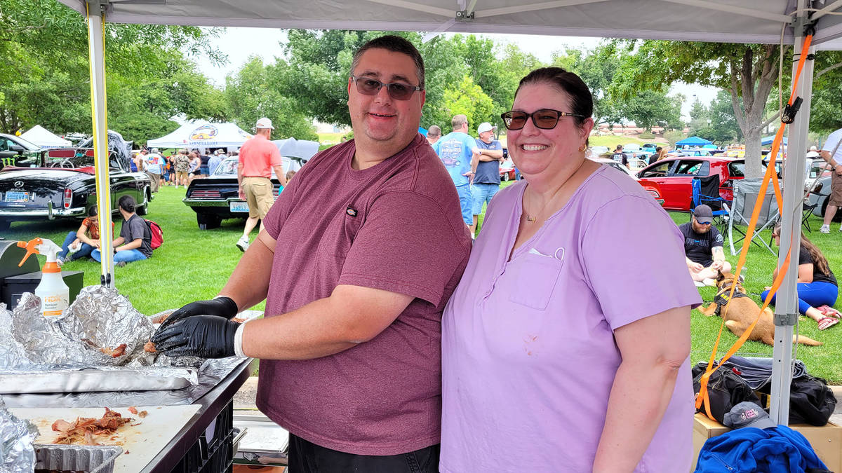 Celia Shortt Goodyear/Boulder City Review Mark and Jessica Knirk of Crazy Cockatoo Cookers prep ...