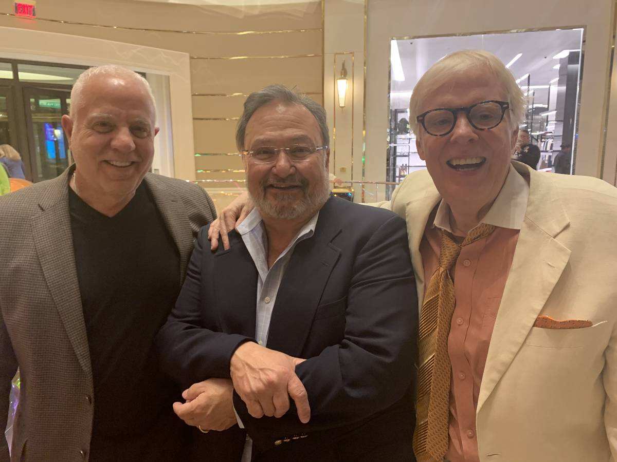 (Art Manteris) Art Manteris, left, is pictured with fellow SBC Sports Betting Hall of Famers Vi ...