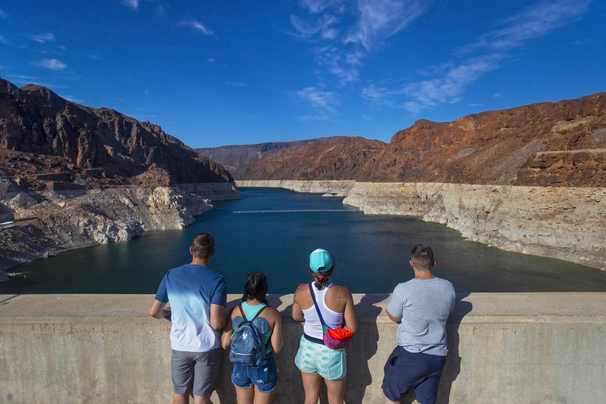(Benjamin Hager/Las Vegas Review-Journal) Tourists look out at Lake Mead from the top of the H ...
