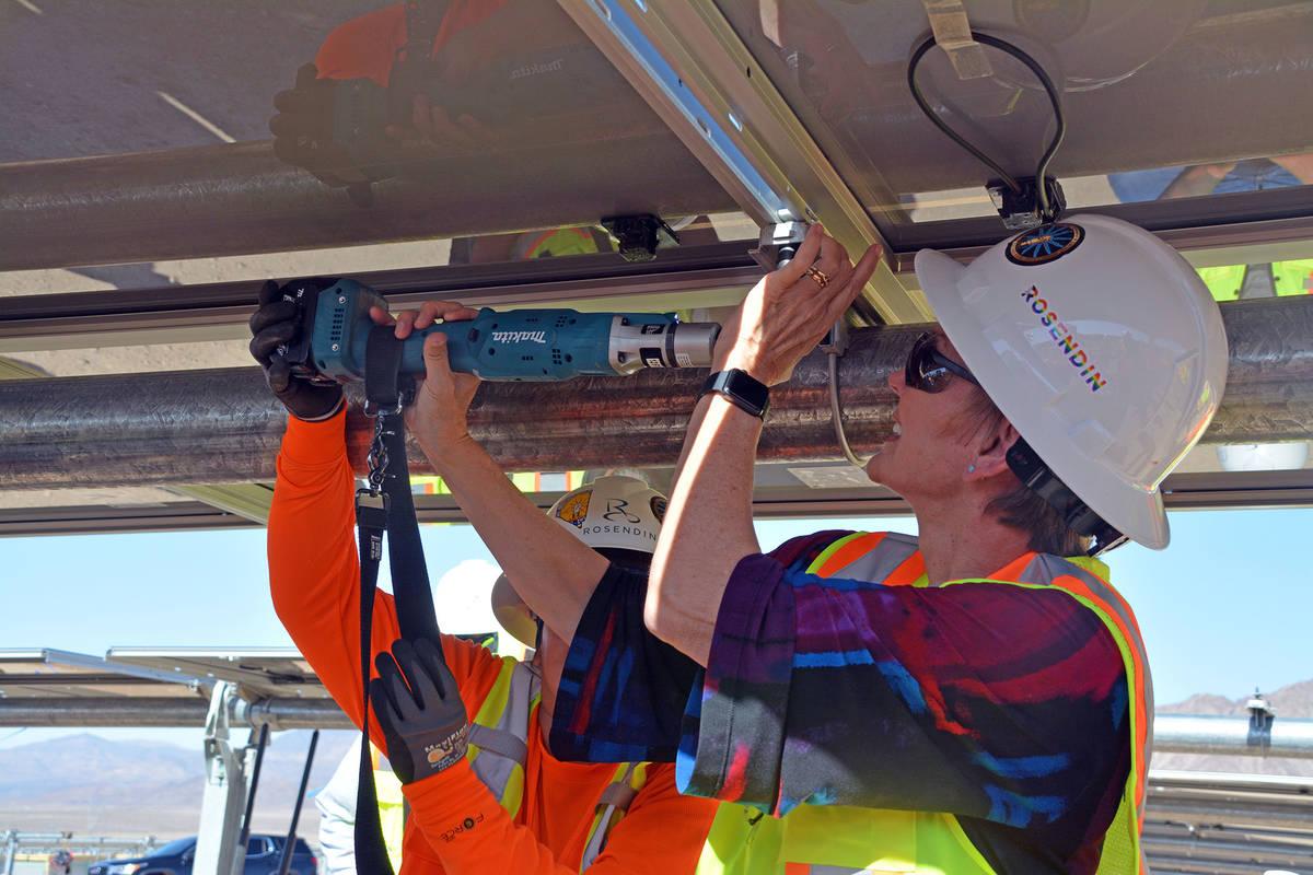 Celia Shortt Goodyear/Boulder City Review U.S. Secretary of Energy Jennifer Granholm helps inst ...