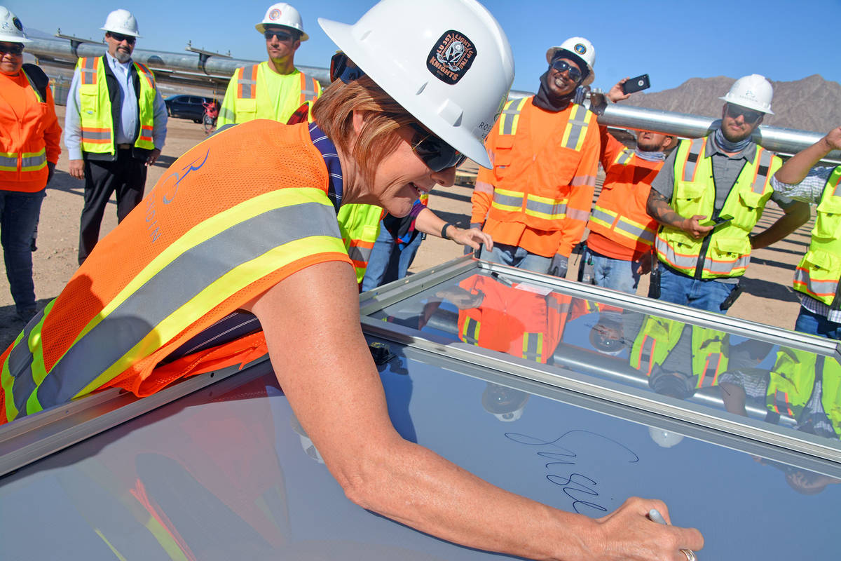 Celia Shortt Goodyear/Boulder City Review U.S. Rep. Susie Lee signs a solar panel at Townsite S ...