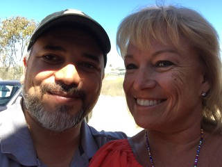(Donna Saunders) Donna Saunders of Boulder City visits with the real Omar Castaneda, who is dep ...