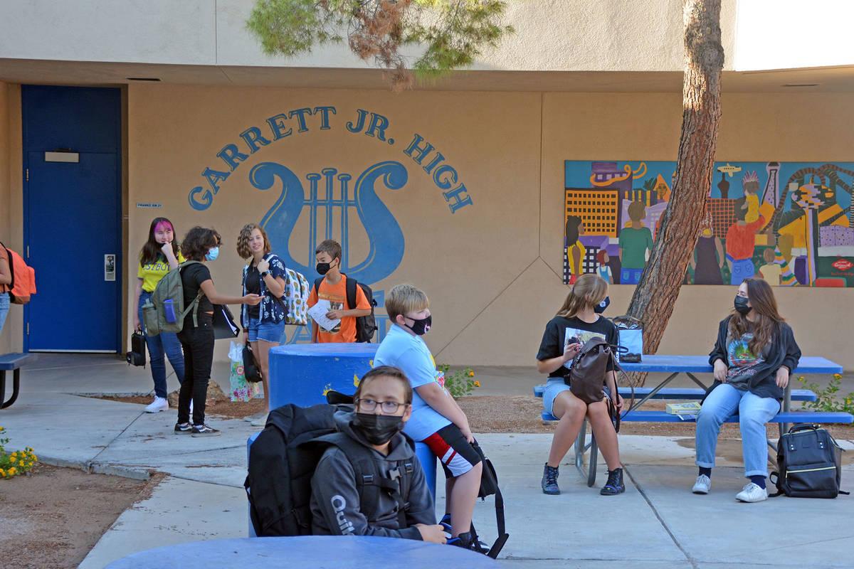 Celia Shortt Goodyear/Boulder City Review Students at Garrett Junior High School wait in the co ...