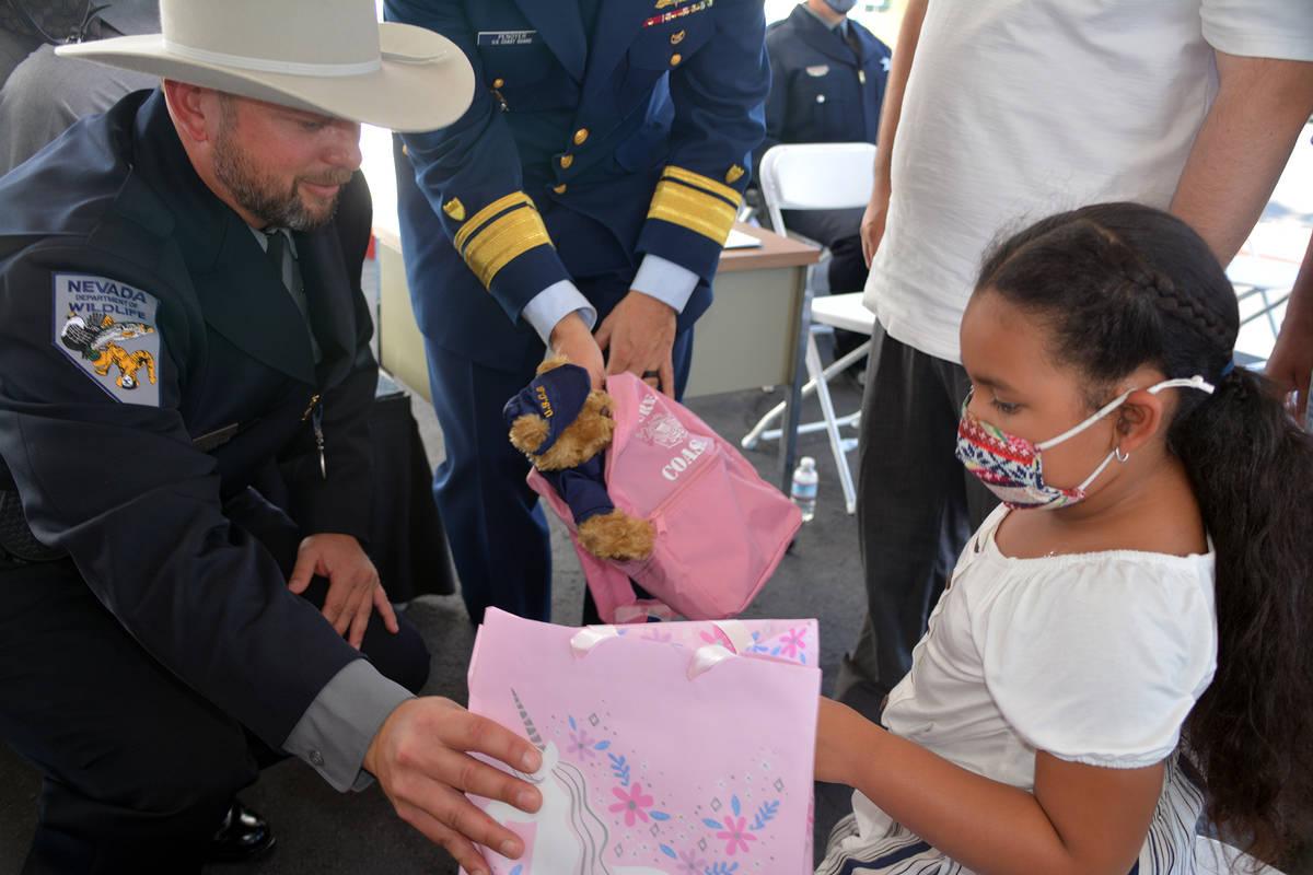 Celia Shortt Goodyear/Boulder City Review Nevada Game Warden Sean Flynn gives a gift to Leola V ...