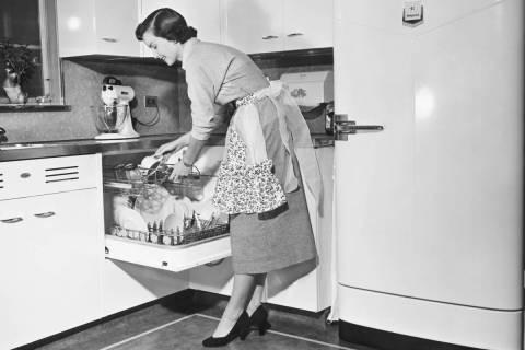 (Getty Images) Vintage dishwasher