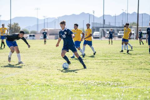 (Jamie Jane/Boulder City Review) Sophomore Roman Rose moves the ball in the Eagles' game Cris ...