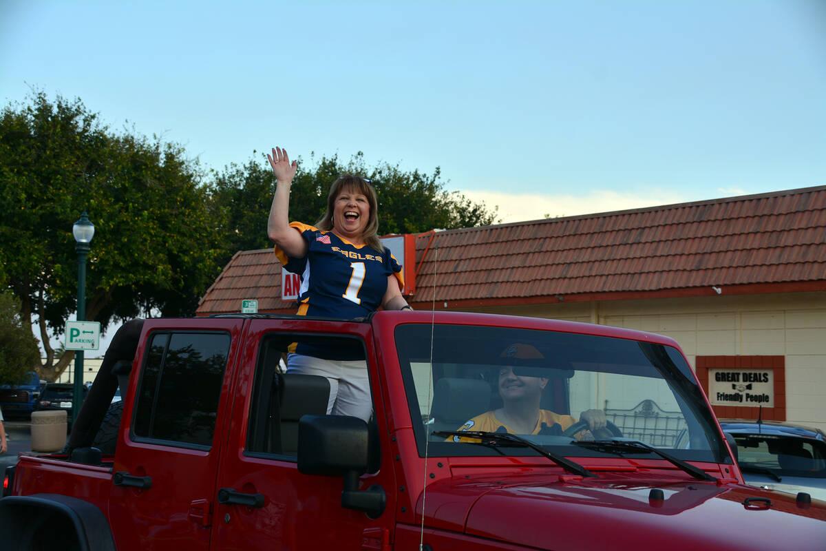 Celia Shortt Goodyear/Boulder City Review Boulder City High School Principal Amy Wagner waves t ...