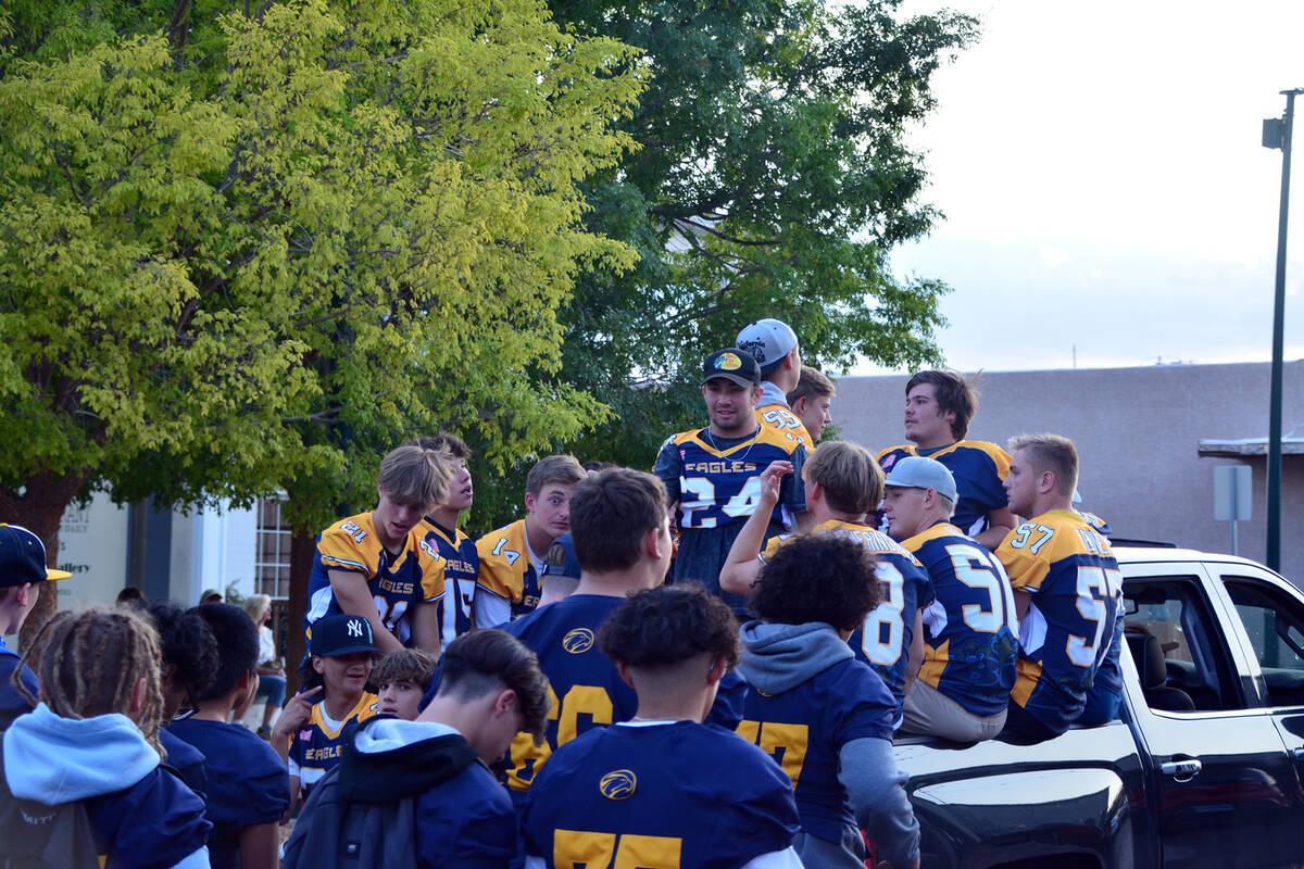 Celia Shortt Goodyear/Boulder City Review Members of the Boulder City High School football team ...