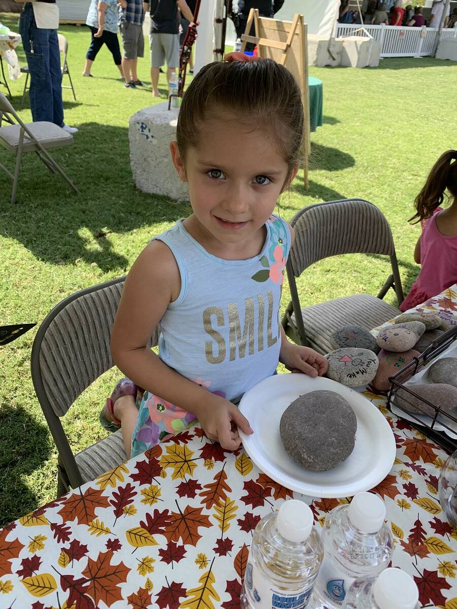(Hali Bernstein Saylor/Boulder City Review) McKenzie Simmons, 4, of Boulder City prepares to pa ...
