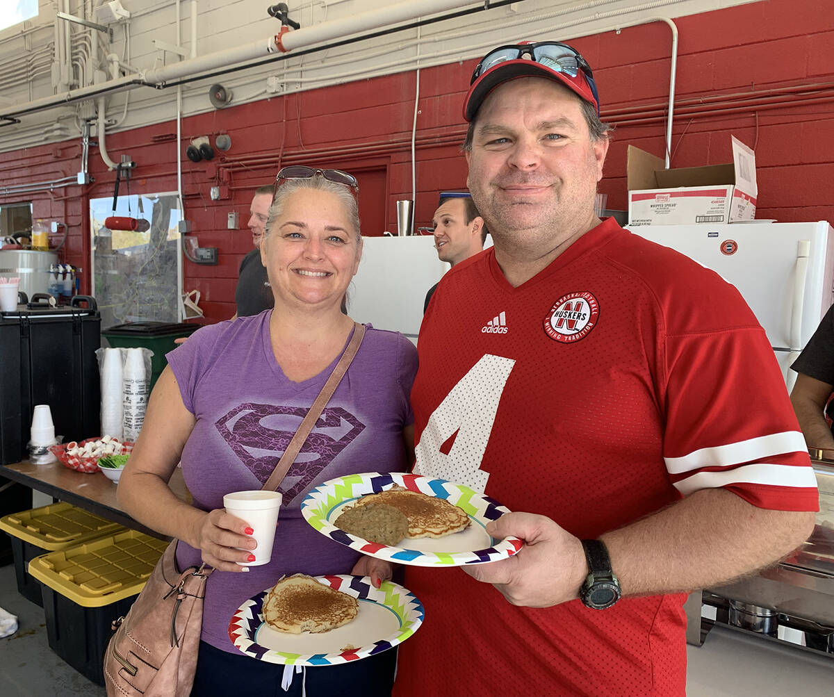 (Hali Bernstein Saylor/Boulder City Review) Michelle and Gred Rahmig came to the pancake breakf ...